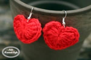 Small Heart Earrings Pattern – Free Crochet Pattern