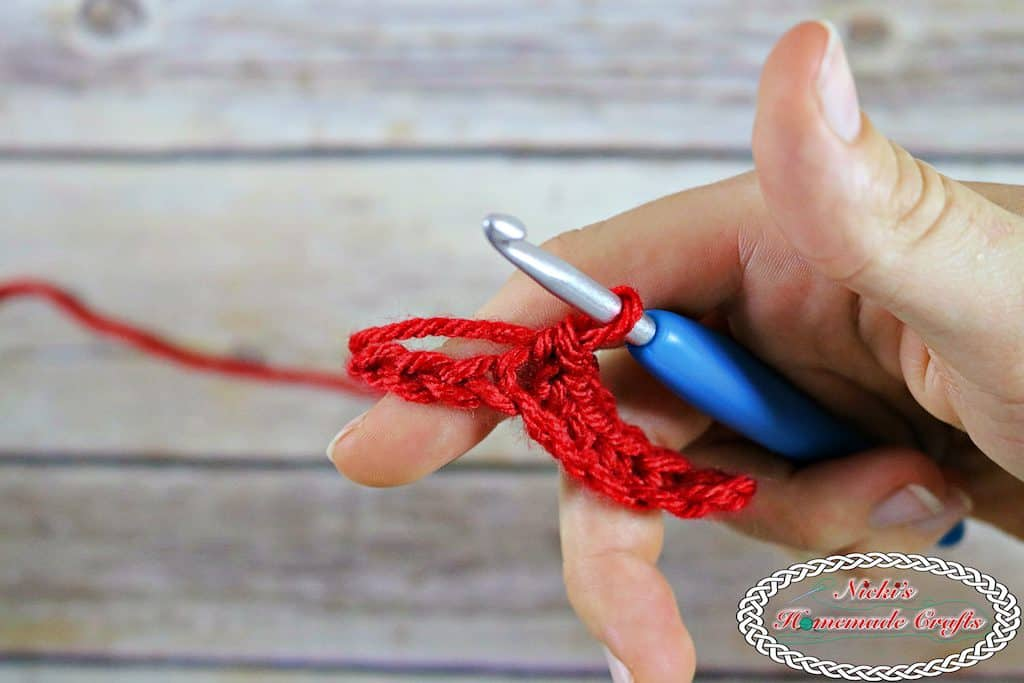 How to start a chain with a row of single crochet in three ways - Crochet Tutorial by Nicki's Homemade Crafts