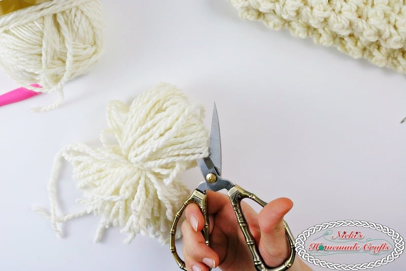 Amking and cutting a pom pom