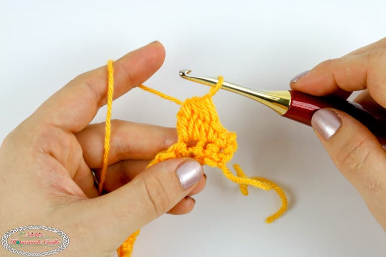 Finishing the cluster stitch for the crochet honeycomb stitch