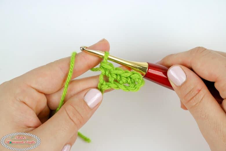 Easy Crochet tutorial for single crochet