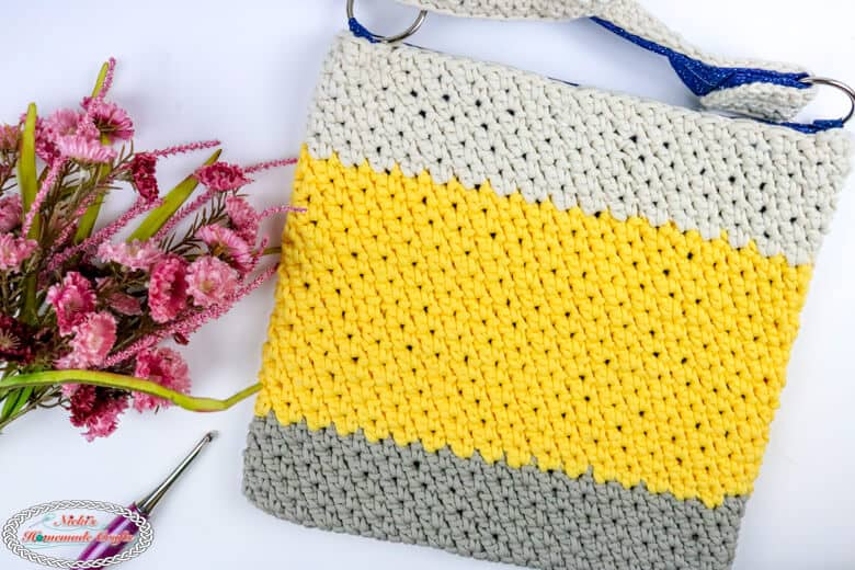 crochet t-shirt yarn tote bag with pink flowers