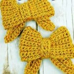 2 gold bows crocheted