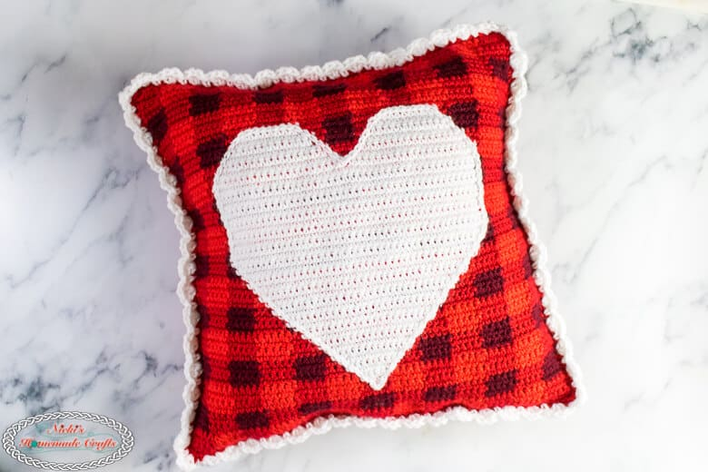 finished pillow with heart in the middle and border