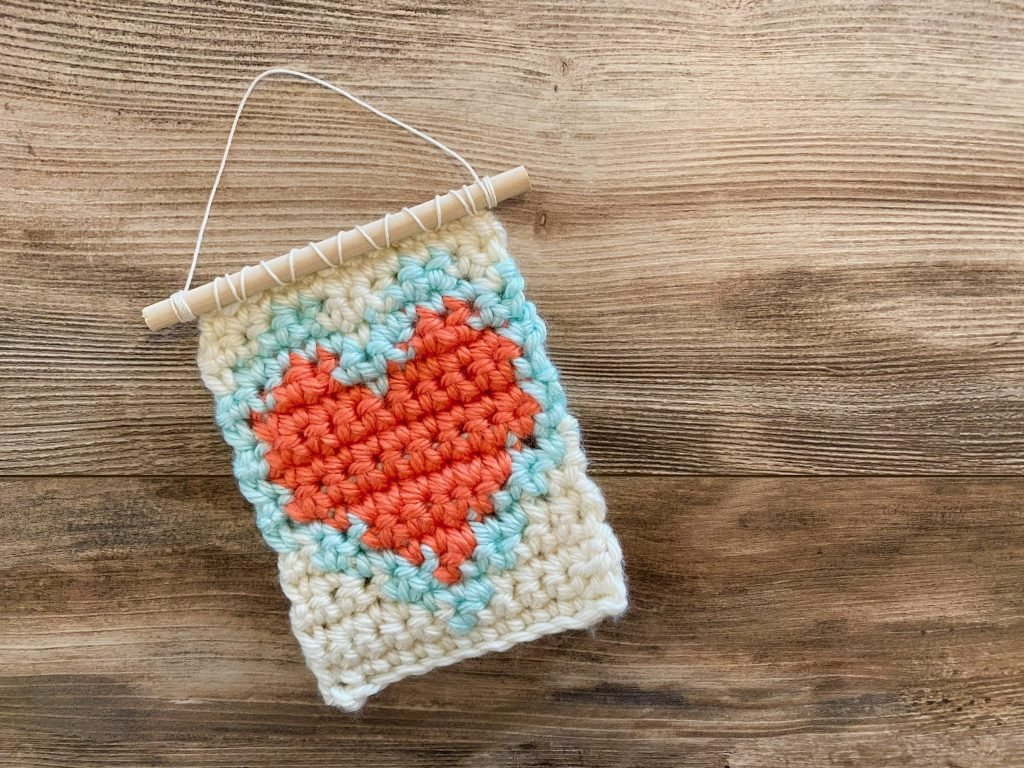 Valentine's Day heart wall hanging crochet pattern
