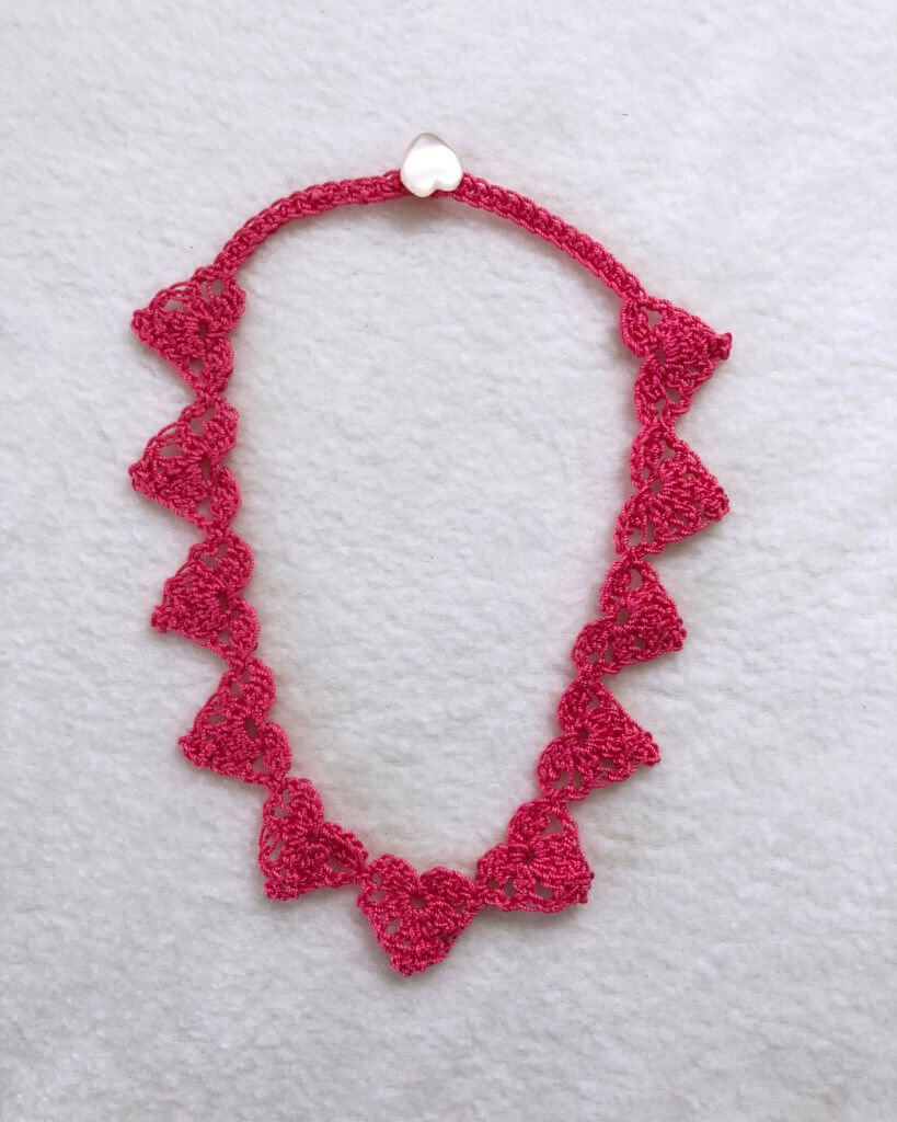 quick crochet necklace pattern for Valentine's