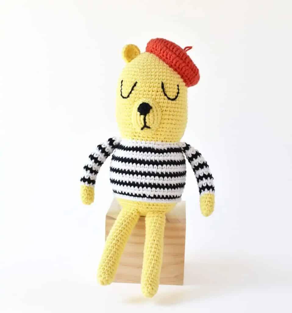 free crochet teddy bear pattern in French style