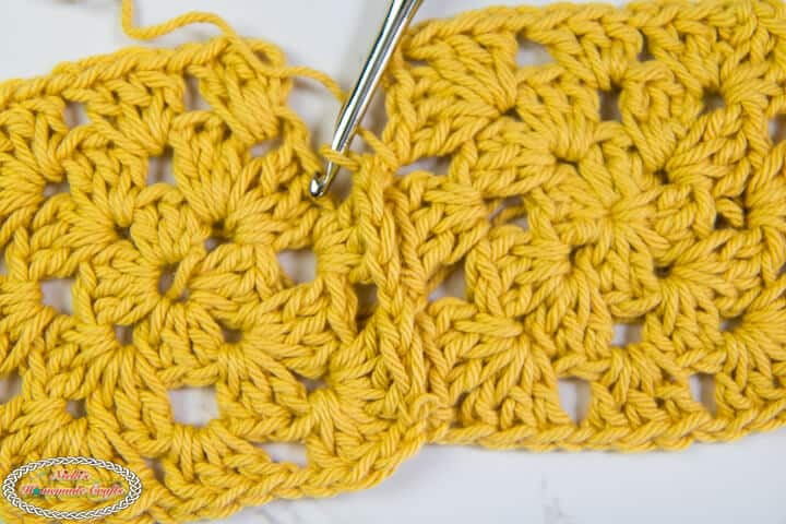 joining 2 granny squares while crocheting the Join As You Go Method