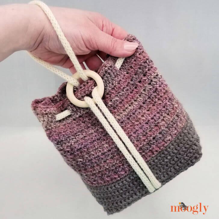 ring rose crochet wristlet