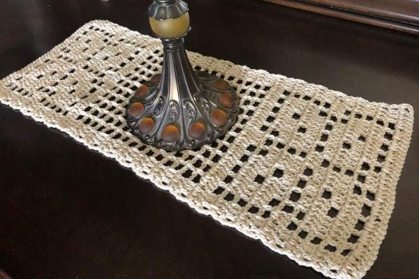 Padrão de corredor de mesa de crochê para o outono